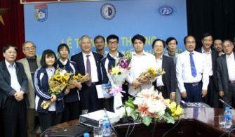 Khoa Vật lý trao Giải thưởng Nguyễn Hoàng Phương năm 2019